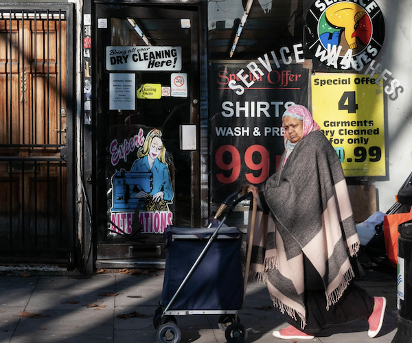 Muslimwoman:laundrette